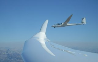 Gliders flying in formation near Lake Tahoe - Photo: Soaring NV