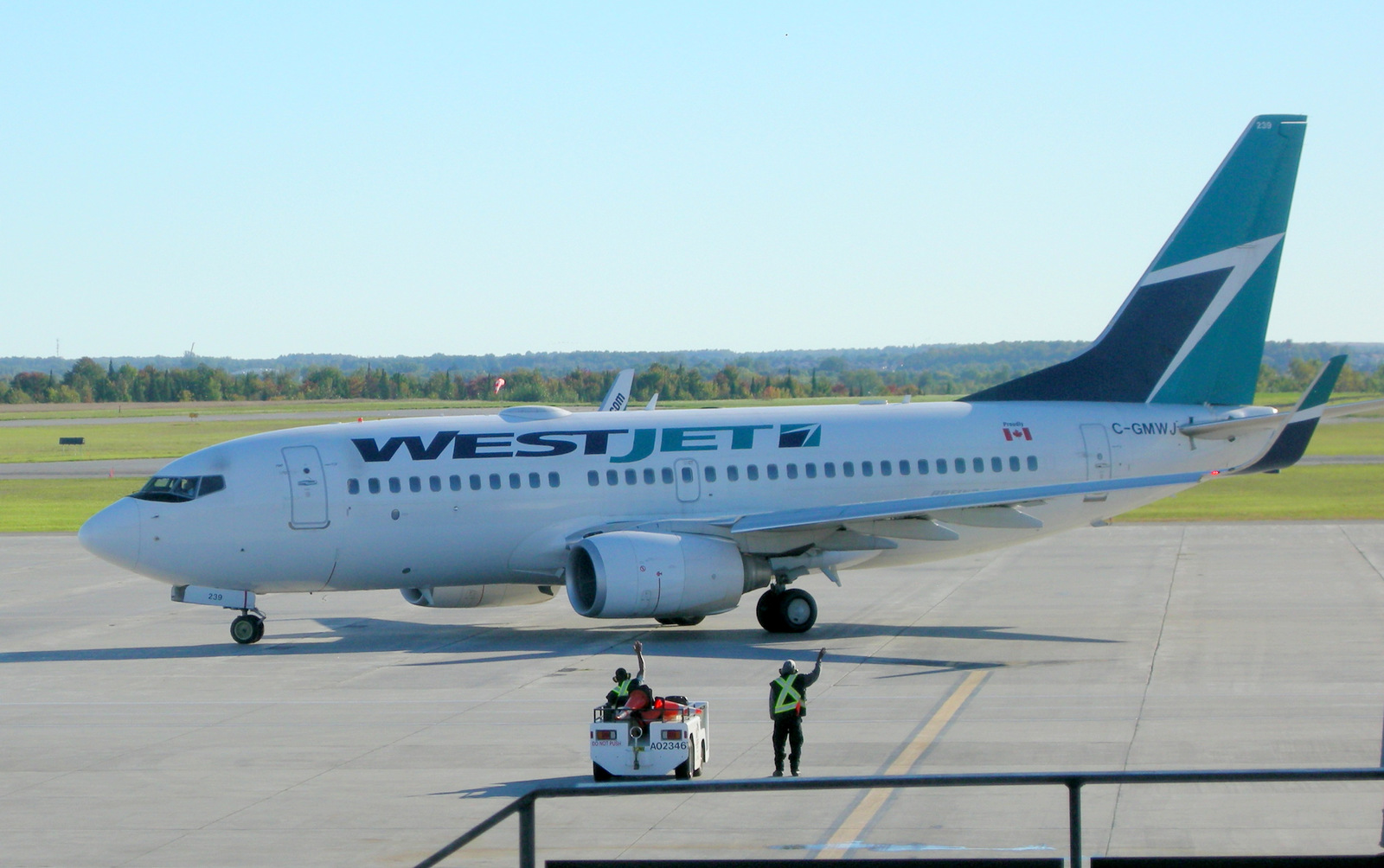 WestJet rampies wave goodbye at YOW