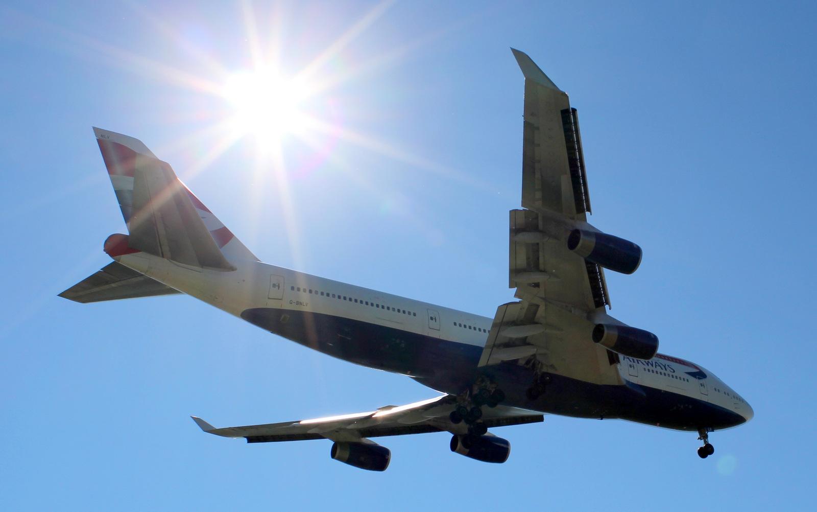 British Airways Boeing 747-400 on final at YVR