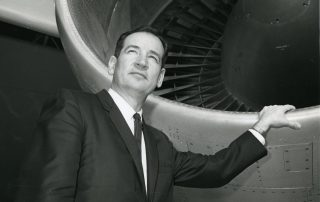 Joe Sutter with a 747's engine.. Photo: Boeing