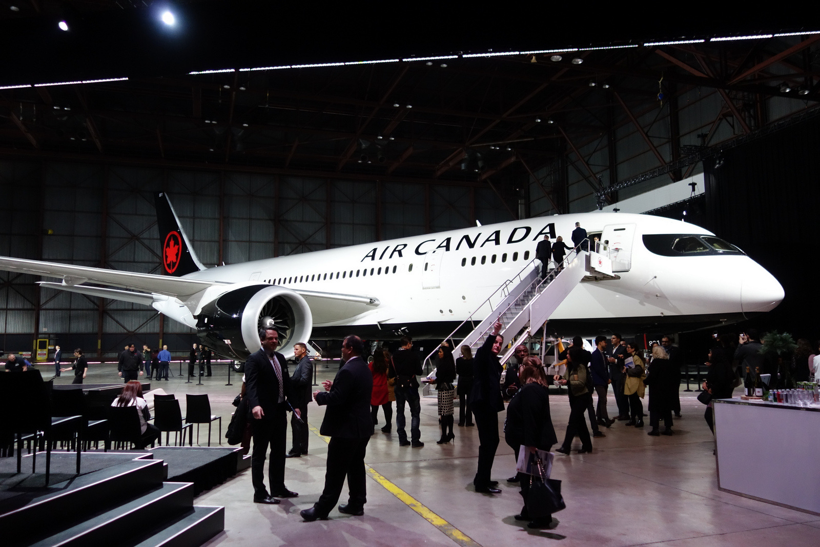 Air Canada unveils its new livery on a Boeing 787-8