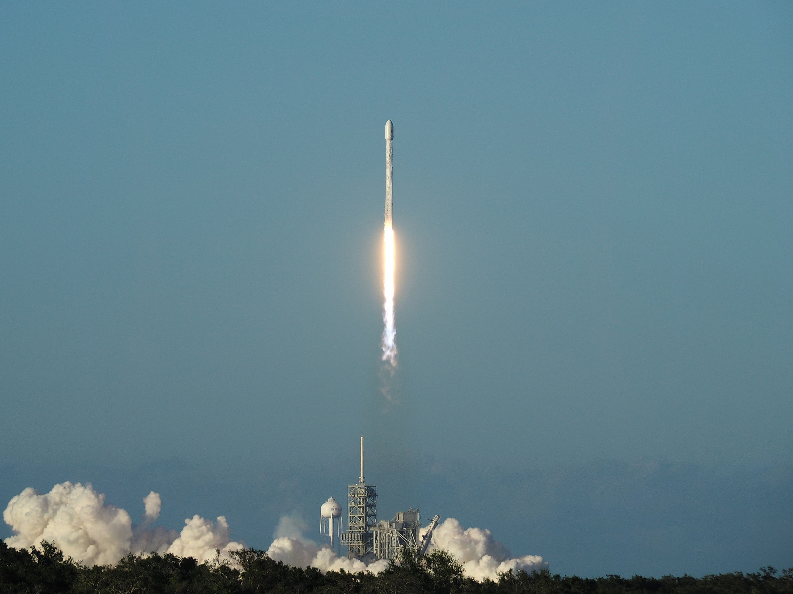 Inmarsat's I5-F4 communications satellite is launched at the Kennedy Space Center.
